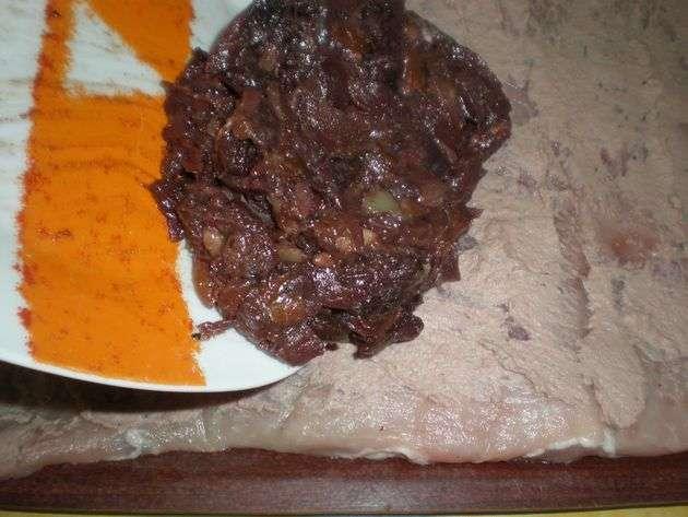 salsadefrutos - ▷ Cinta de lomo rellena de Salsa de frutos secos en reducción de vino tinto  